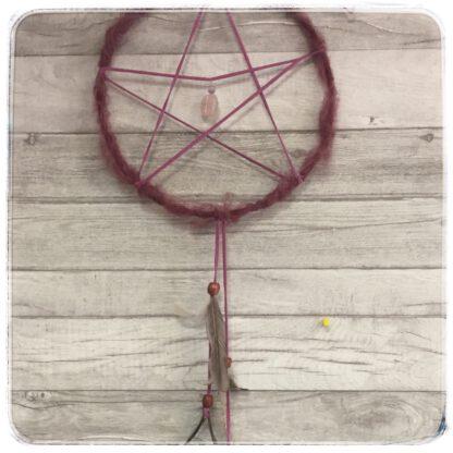 pentagrammi eli viiskanta, viininpunainen ja iso