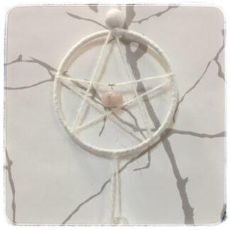 Viiskanta eli pentagrammi jossa ruusukvartsi