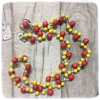 puna-keltainen avainnauha puuhelmistä
