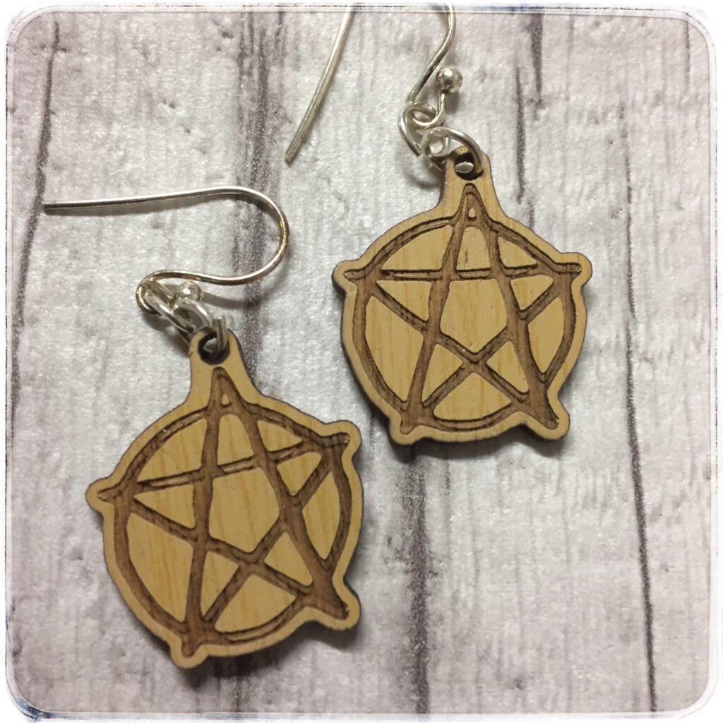 pentagrammi korvakorut, bambusta valmistetut