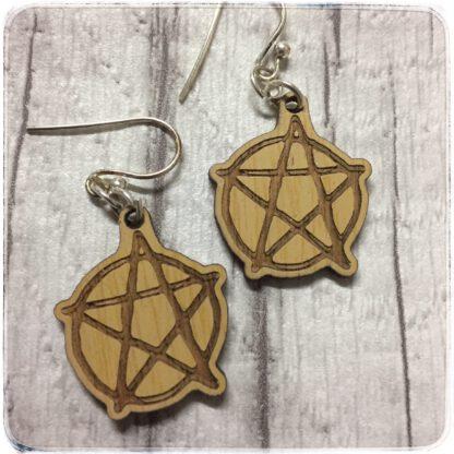 korvakorut pentagrammikuviolla, materiaali bambu