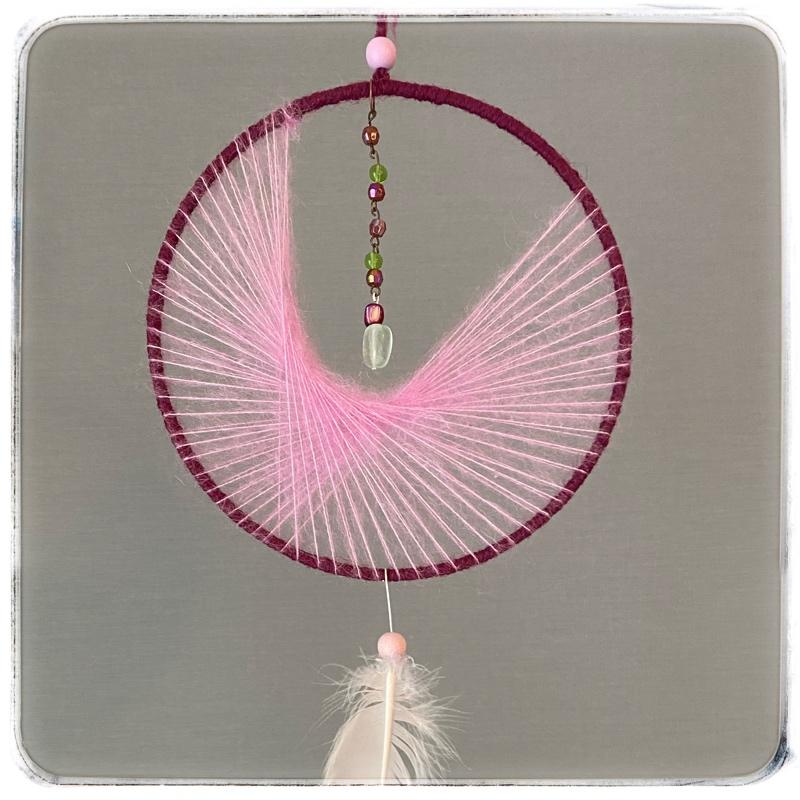 unisieppari Kuu, erilaisella verkolla, värit vaaleanpunainen ja lila