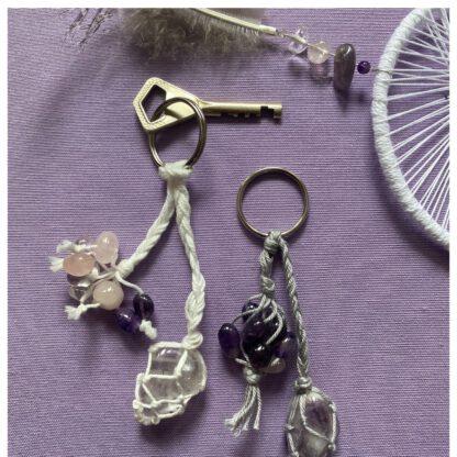 avaimenperä, avainkoru jossa korukivi punotussa verkossa